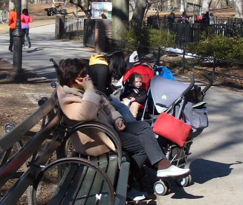 A Filipino Nanny Sitting in New York's Central Park - Photo: Cristina Pastor