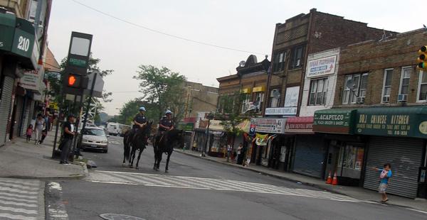 Mounted police officers patrol Castleton Avenue in Staten Island - Photo: Cristina DC Pastor