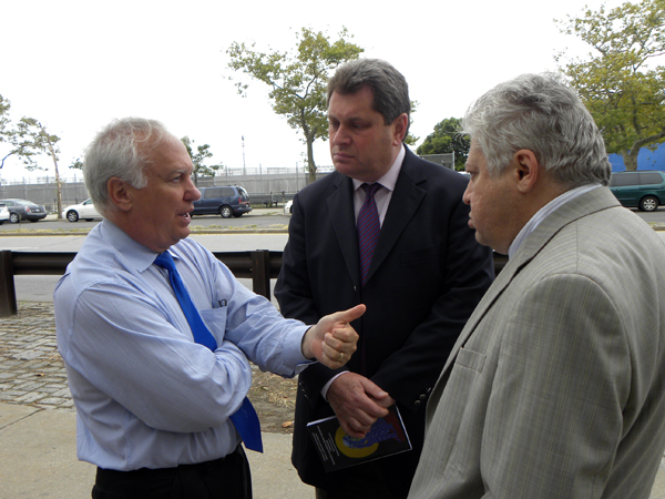 Richard Brodsky talks to Assemblyman Alec Brook Krasny (C) and Gregory Davidzon (R), owner of Davidzon Radio - Photo: Ewa Kern-Jedrykowska
