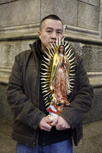 Alfredo Castillo waiting for La Antorcha Guadalupana - Photo: Sarah Kramer