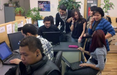 Young DREAM Act advocates follow the developments in the Senate on all types of media - Photo: Catalina Jaramillo