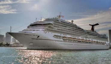 Cruise ship of the coast of Miami