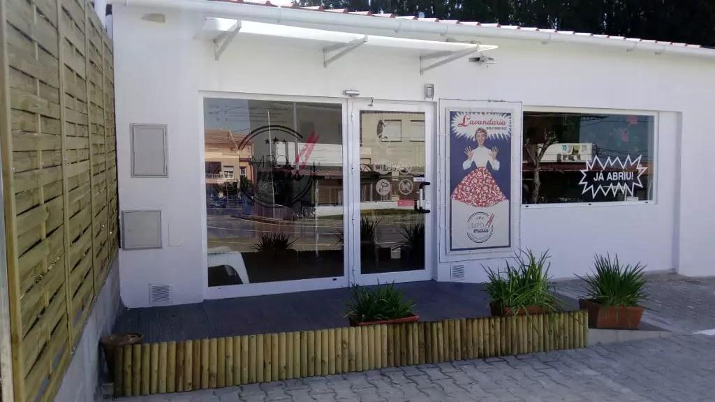 Lavandaria Self Service Limpo Mais em Cabanas - Setúbal. Imagem do Exterior
