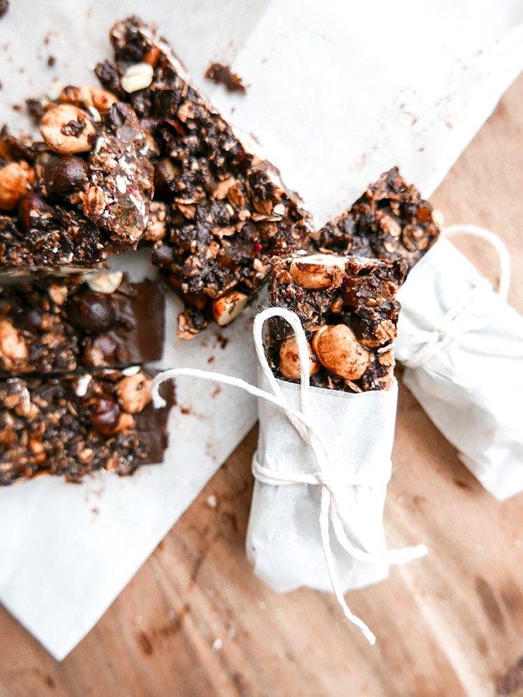 Energibar med hasselnötter och choklad mörk