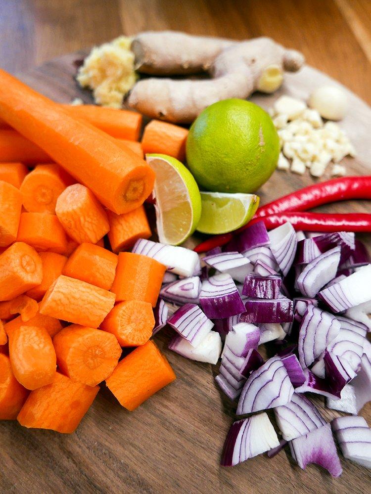 Grönsaker till soppa med röda linser