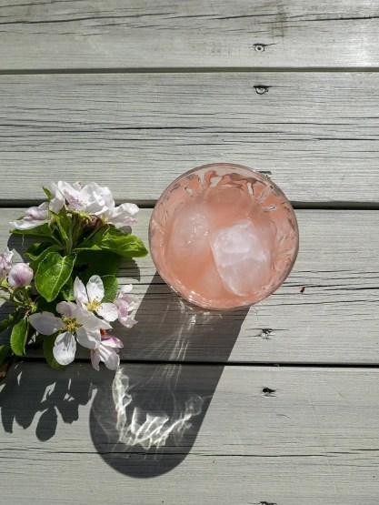 Raberberlemonad i glas