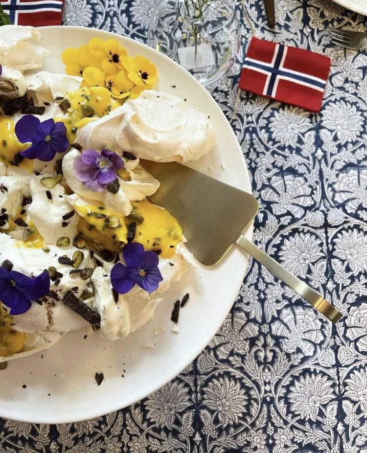 Smashed pavlova med passionsfrukt