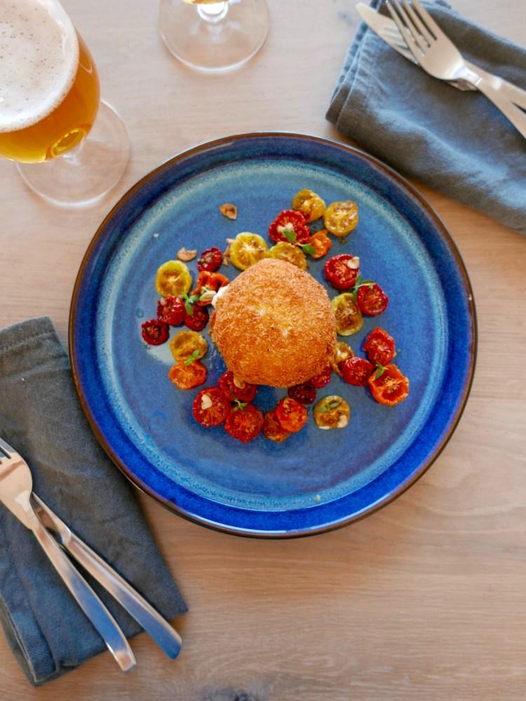 Friterad burrata med långbakade tomater