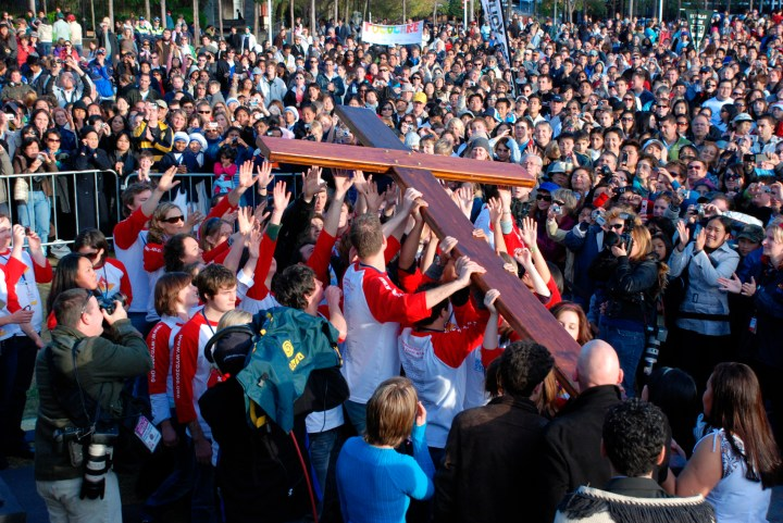 WORLD YOUTH DAY CROSS CARRIED AT RALLY IN SYDNEY