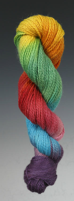 How to Hand Paint Yarn. A step by step yarn dyeing tutorial which shows you how to dye your own wool yarn with the hand painting method. #yarn #dyeing #knitting #crochet