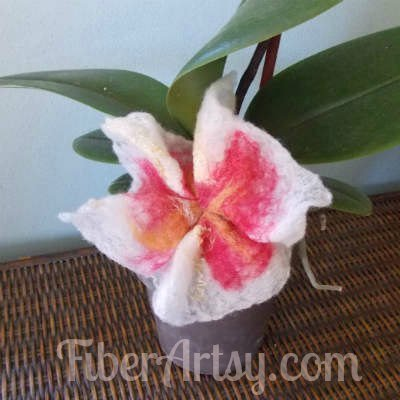 How to Make Felted Flowers, Fiberartsy.com