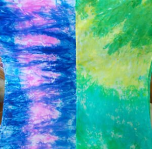 Marble Dyeing Silk Scarves. Step by step dyeing tutorial by FiberArtsy.com. Silk Scarves make a great DIY Gift!