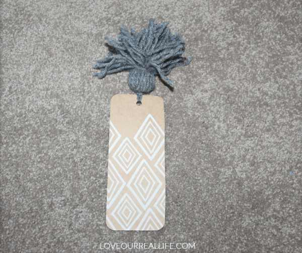 DIY Bookmark made with Paper and Yarn