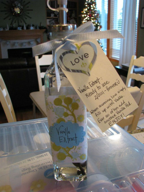Homemade Vanilla Extract Gift Idea