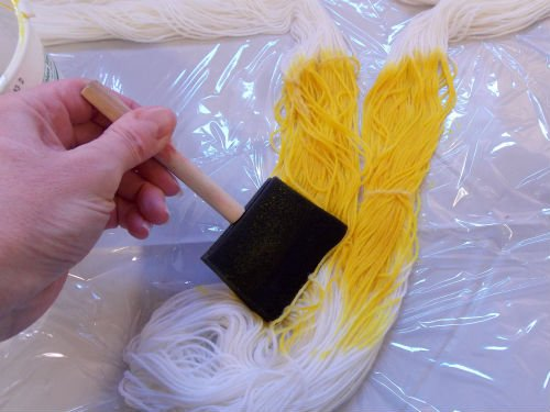 Easily dye self striping yarn without using expensive tools