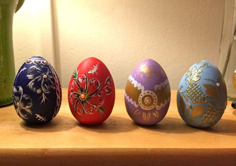 How to hand paint Easter Eggs