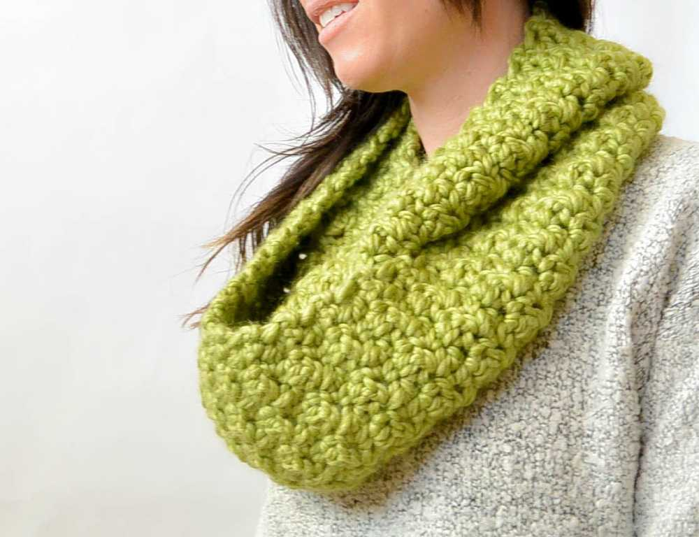Chunky Green Crochet Infinity Scarf