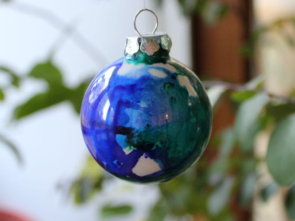 Alcohol Ink Ornaments, a FiberArtsy.com tutorial