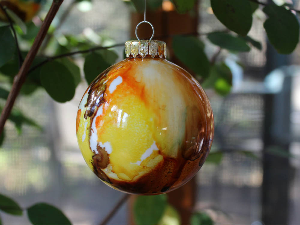 Alcohol Ink Ornaments - DIY Ornament Ideas