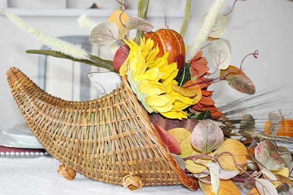 DIY Cornucopia Thanksgiving Table Decor