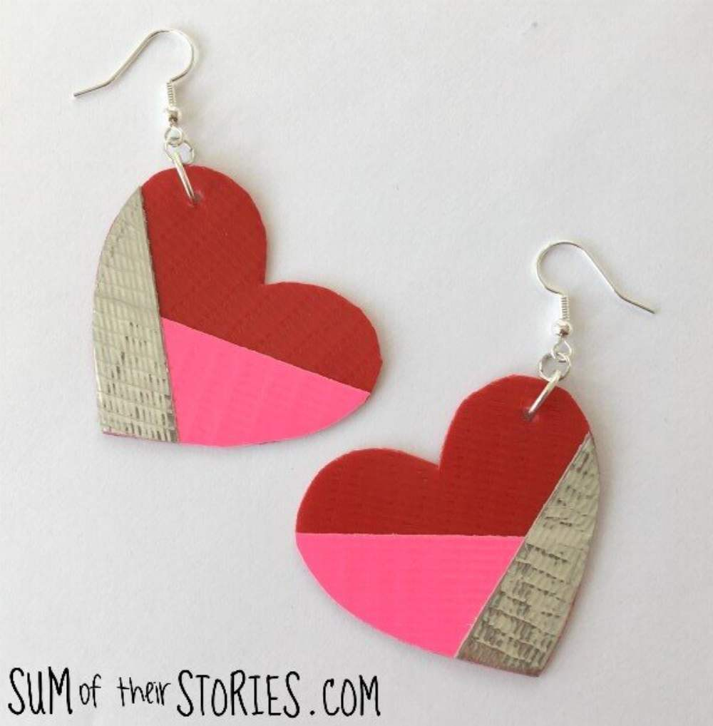 How to make jewelry with silver duck tape