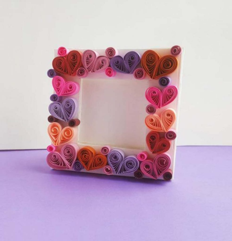 DIY Valentine Adult Craft and Gift Idea - Picture frame with quilled Hearts