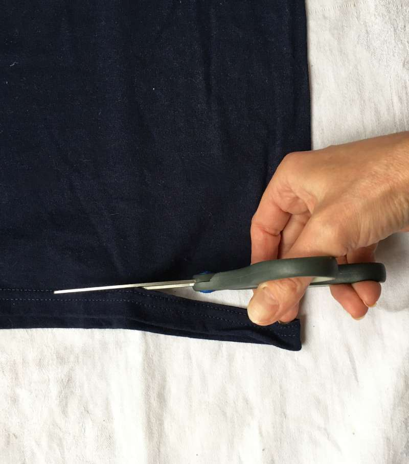 Cutting the bottom hem from the old tshirt