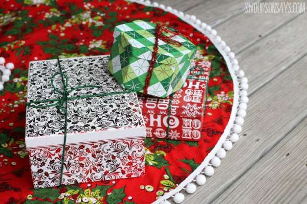 How to sew a pom pom Christmas tree skirt