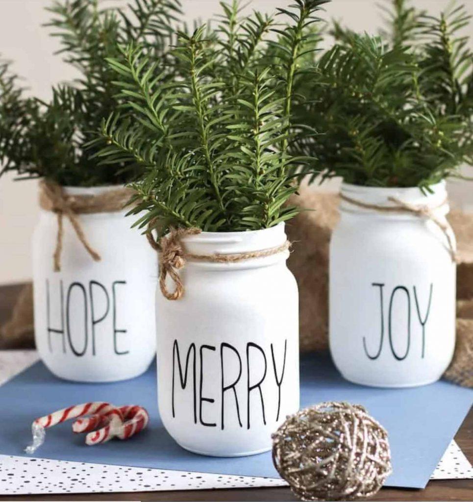 Christmas Mason Jar Craft and Decor