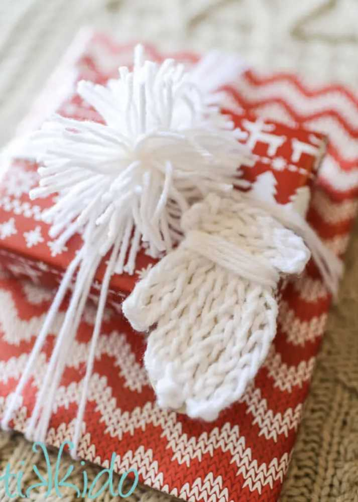 Faux Knit Mitten Gift Tag