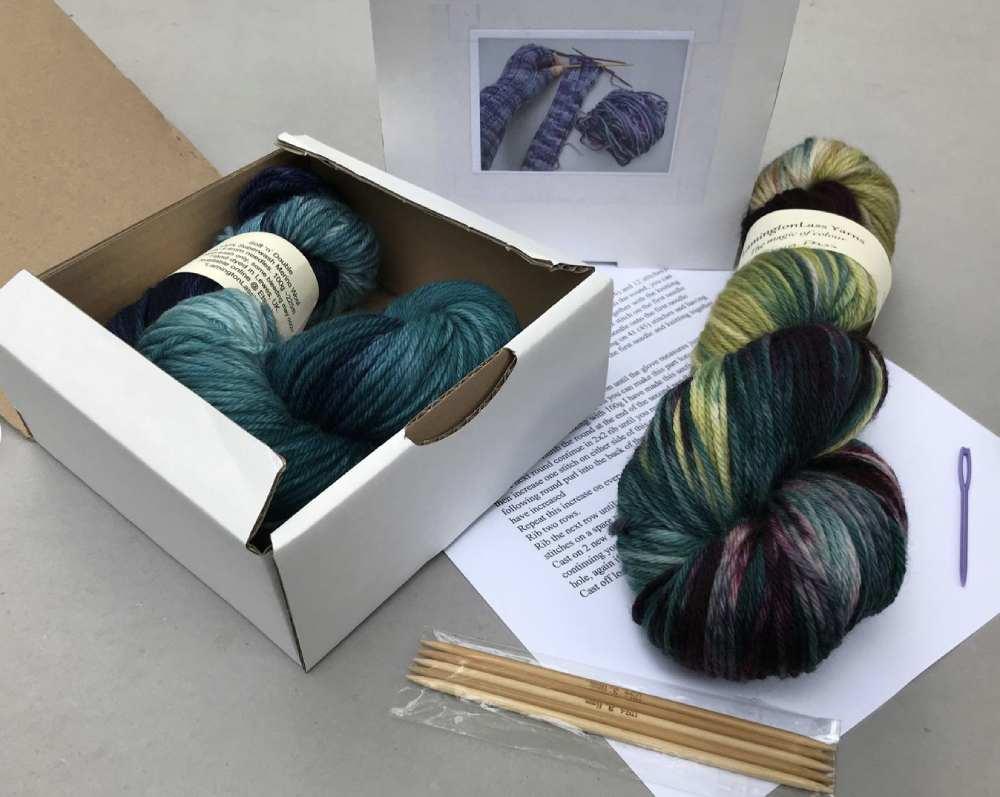 Complete kit for knitting fingerless gloves