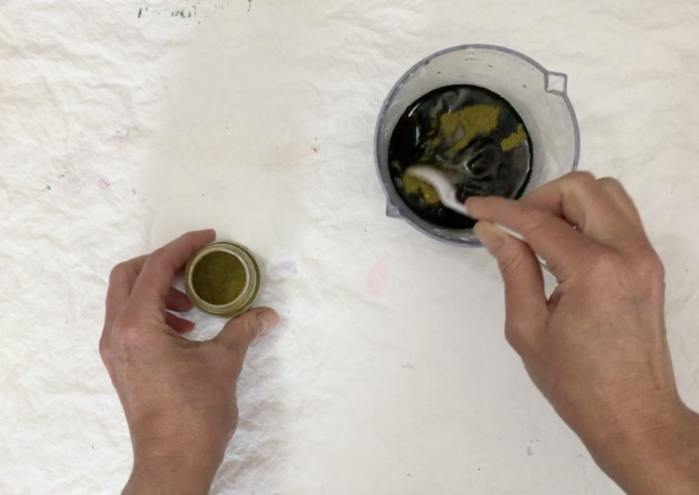 Mixing the dye powder