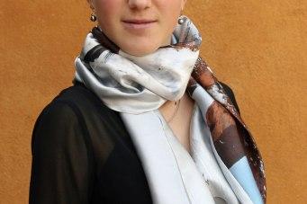 Fular versátil de seda satén en estilo fular
