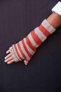 myak_knitting_stripedhandwarmers_small2