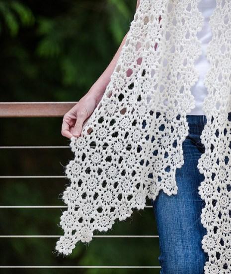 Crocheted Flowers Scarf, © Churchmouse Yarns & Teas