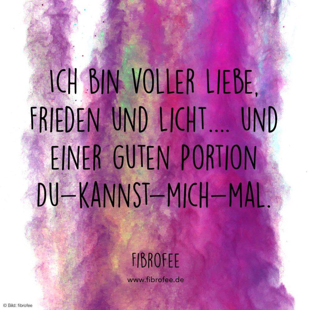 """Zitat vor lila Hintergrund: """"Ich bin voller Liebe, Frieden und Licht... und einer guten Portion Du-kannst-mich-mal."""" fibrofee.de"""