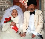 Wu+Conghan,+101,+and+his+103-year-old+wife+pose+for+photos+while+wearing+wedding+clothes