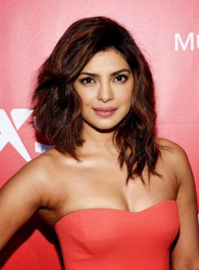 Priyanka Chopra Sexy Cleavage Show At 2015 MusiCares Person Of The Year Gala Honoring Bob Dylan In Los Angeles
