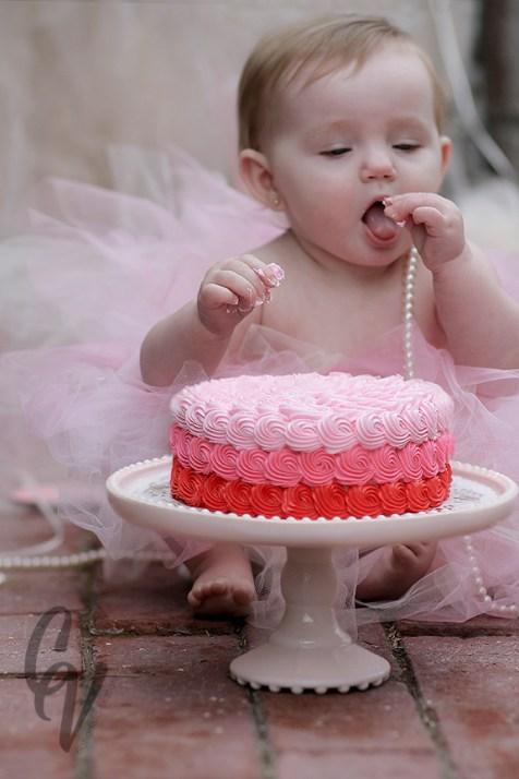 Avacyn: First Birthday Cake Smash