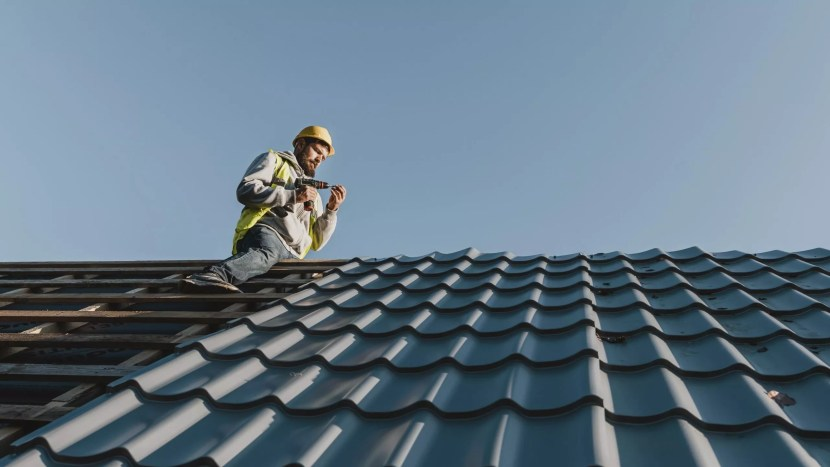 , Why one should hire professional roofing repair service?