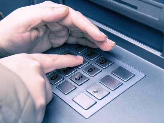 Cover your pin code when using ATM