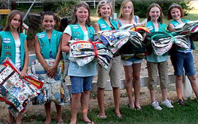 A troop of Girl Scouts working to help the cats.