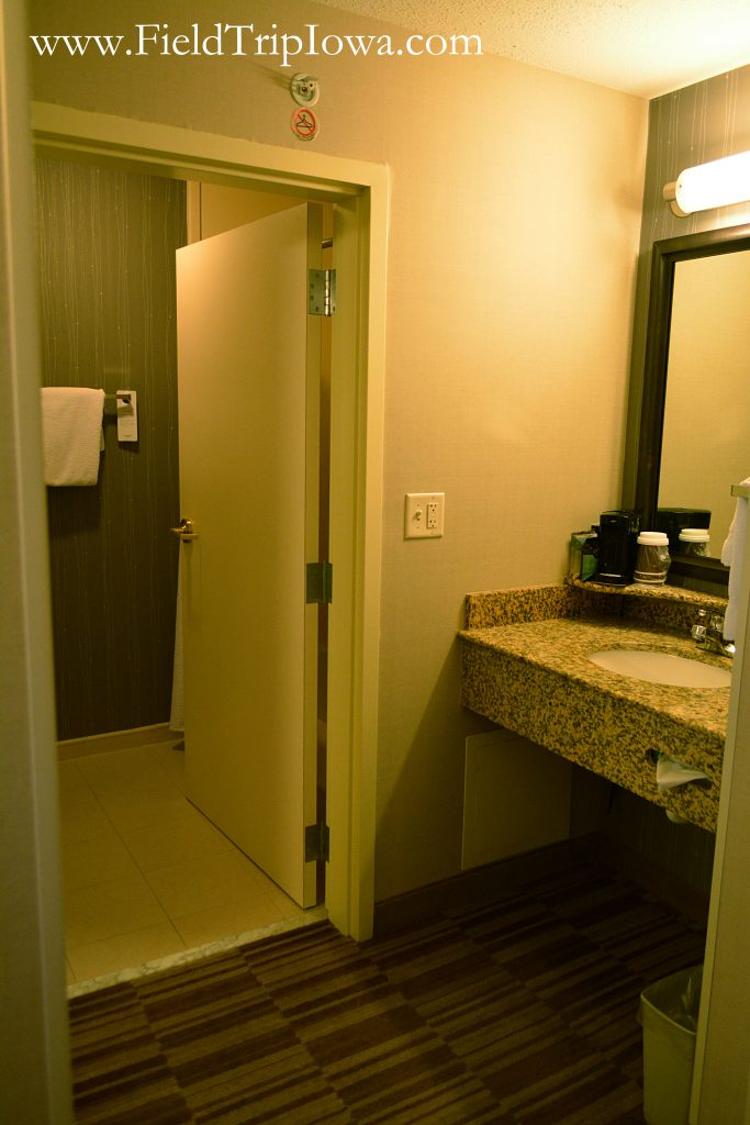 Bathroom in a hotel room at Courtyard By Marriott in Roseville MN