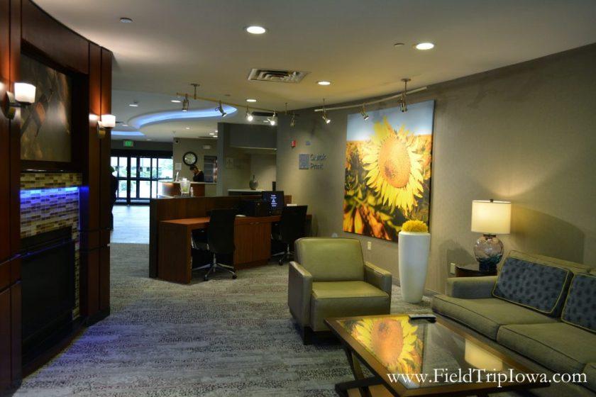 Lobby of Courtyard By Marriott in Roseville MN
