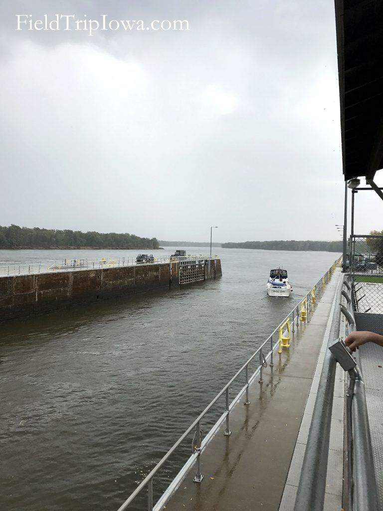 Boat leaving the Lock & Dam 10 in Guttenburg Iowa