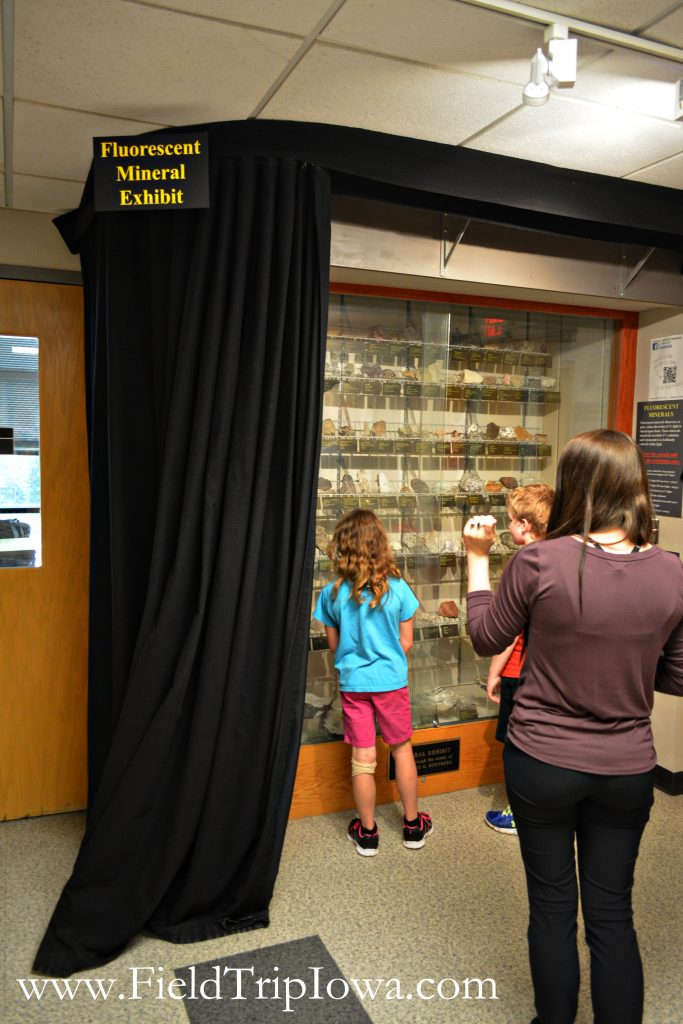 Children get ready to see rocks glow in the dark at Fryxell Geology Museum