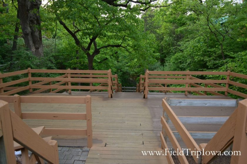 Deck for viewing canyon at Grizzly Jack's Grand Bear Resort and Indoor Waterpark in Utica, IL
