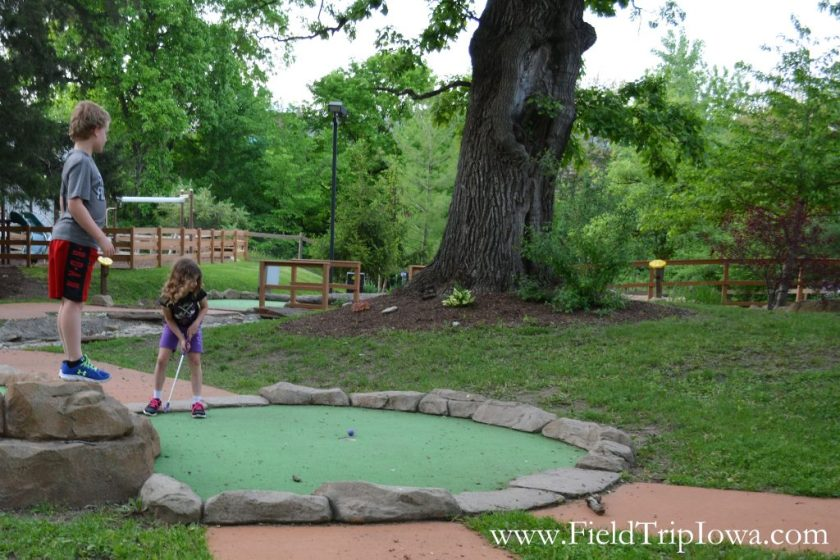 Chilren playing mini golf at Grizzly Jack's Grand Bear Resort and Indoor Waterpark in Utica, IL