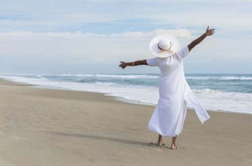 Women are wearing white dresses in their determination to fight fibroids. Learn more fibroids and The White Dress Project in our three-part series. (Spotmatik/Thinkstock)
