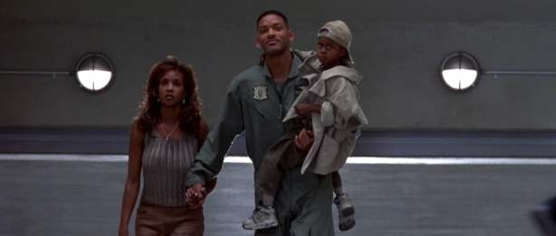 """Vivica A. Fox and Will Smith in """"Independence Day."""" (20th Century Fox)"""